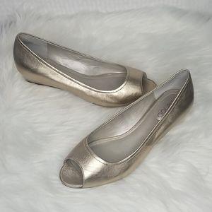 Ladies Me Too Yasmeen peep toe wedges sz 8.5 W